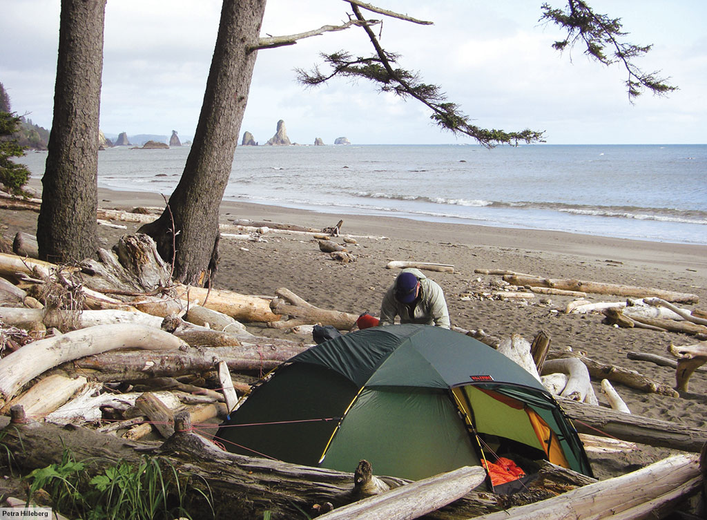 A green Allak on one of the Olympic Peninsulau0027s beaches in Washington state. & Allak u2022 2 person tent u2022 Hilleberg
