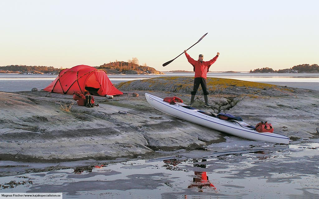 A Tarra on the rocky shore of Sweden during one of Magnus Fischeru0027s winter Kayak expeditions & Tarra u2022 2 person tent u2022 Hilleberg