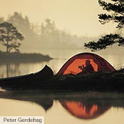 An Unna is an excellent choice for paddling trips when you don't know where you will need to camp. Peter Gerdehag uses his red Unna here while paddling around Sweden.